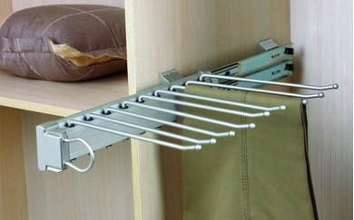 Изтегляща поставка за панталони  - страничен монтаж