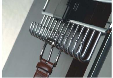 Изтегляща се поставка за колани