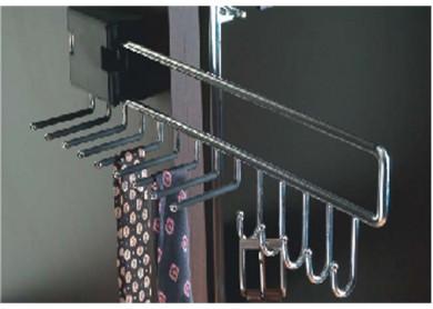 Изтеглящ механизъм за вратовръзки и колани